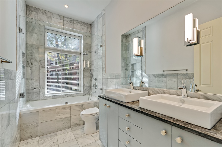 Real Estate Photography - 550 W Oakdale Ave, Chicago, IL, 60657 - 2nd Bathroom