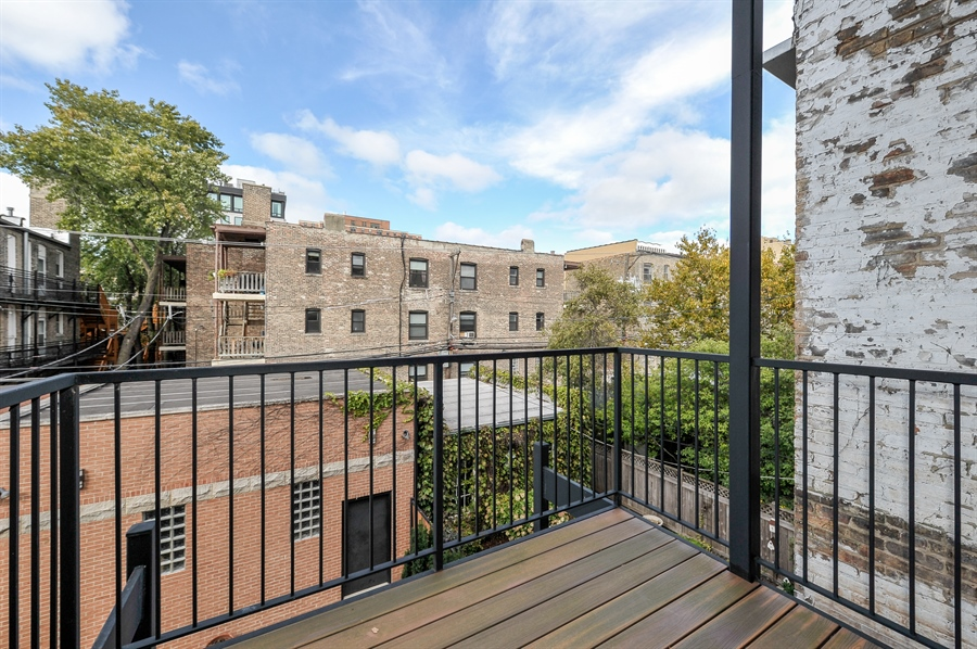 Real Estate Photography - 550 W Oakdale Ave, Chicago, IL, 60657 - Balcony