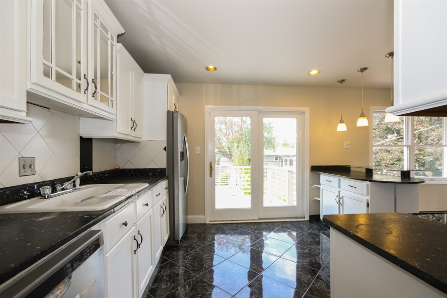Real Estate Photography - 15254 ventura, Oak Forest, IL, 60425 - Kitchen