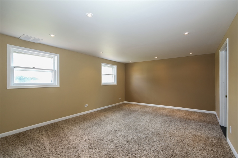 Real Estate Photography - 15254 ventura, Oak Forest, IL, 60425 - Family Room