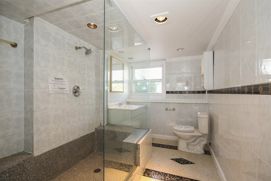 Real Estate Photography - 15254 ventura, Oak Forest, IL, 60425 - Bathroom
