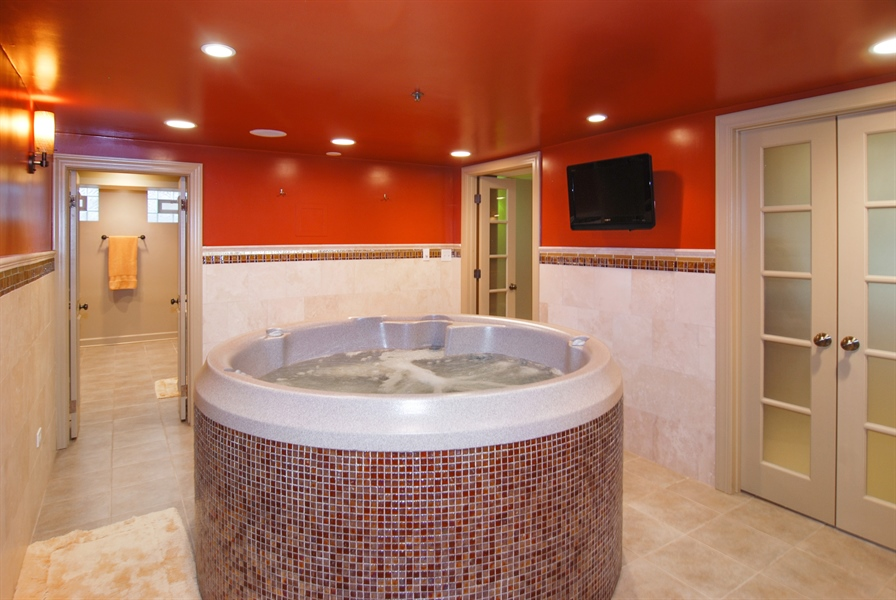 Real Estate Photography - 907 Lathrop, River Forest, IL, 60305 - Custom Jacuzzi Spa