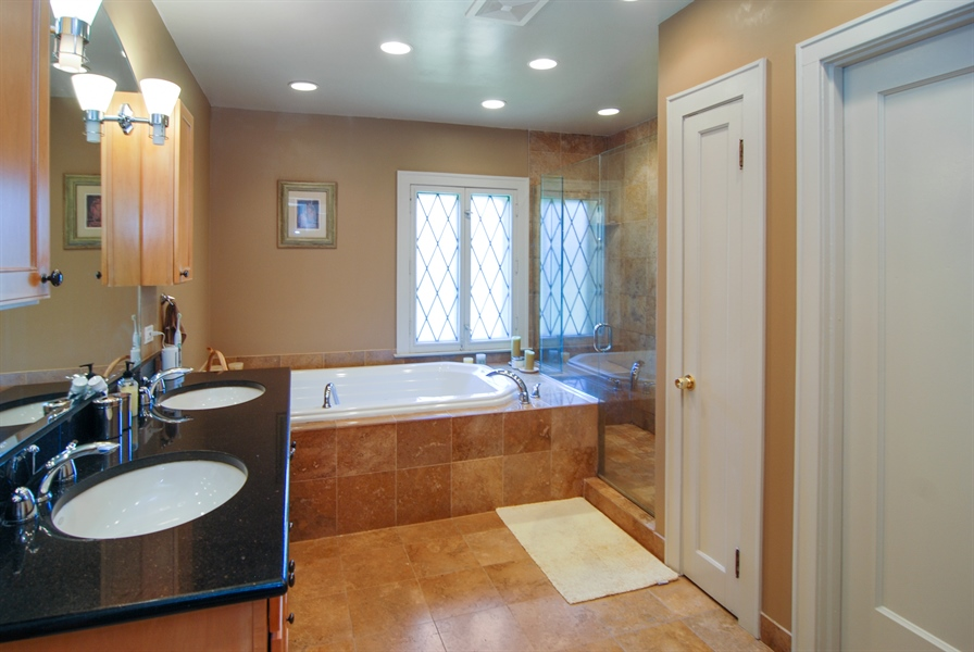 Real Estate Photography - 907 Lathrop, River Forest, IL, 60305 - Master Bathroom