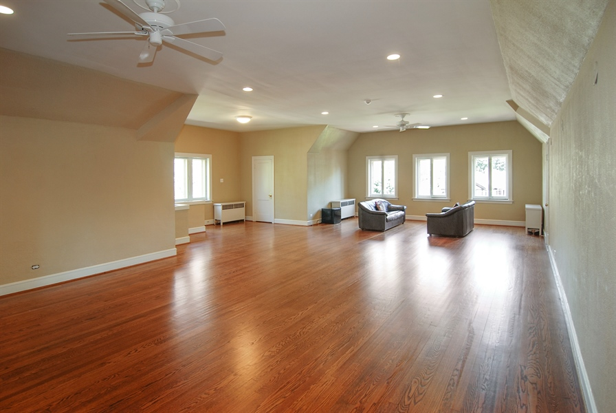 Real Estate Photography - 907 Lathrop, River Forest, IL, 60305 - Expansive 3rd Floor