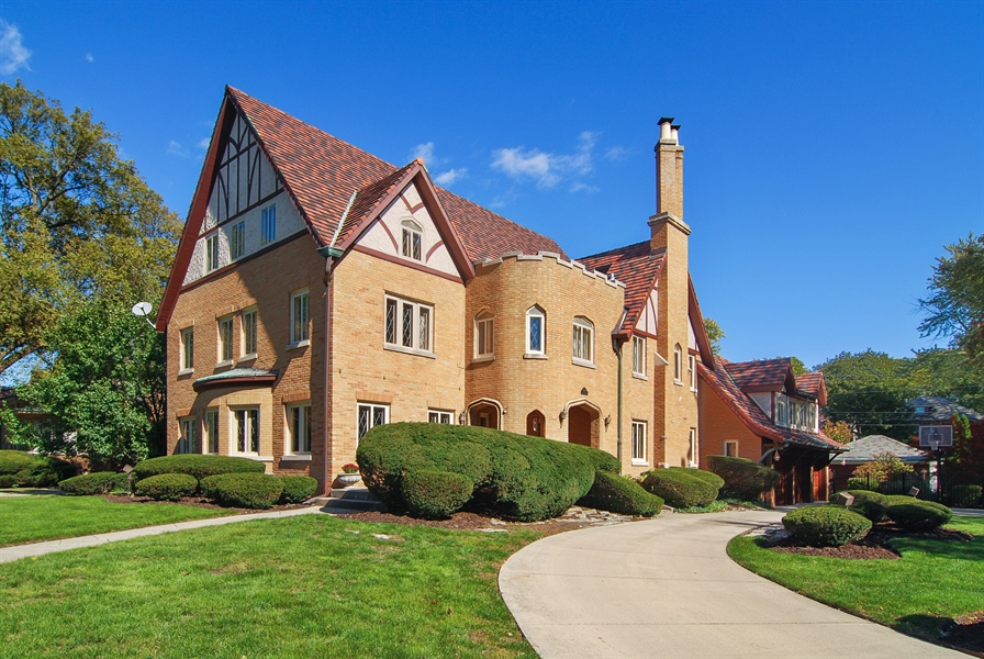 Real Estate Photography - 907 Lathrop, River Forest, IL, 60305 - Gorgeous River Forest Tudor
