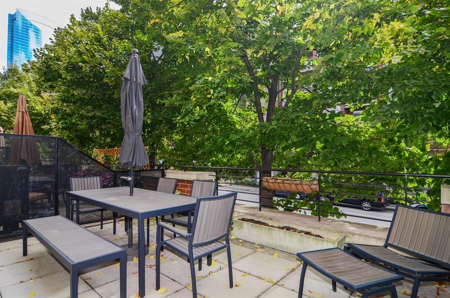 Real Estate Photography - 650 W Fulton, C, Chicago, IL, 60661 - Terrace