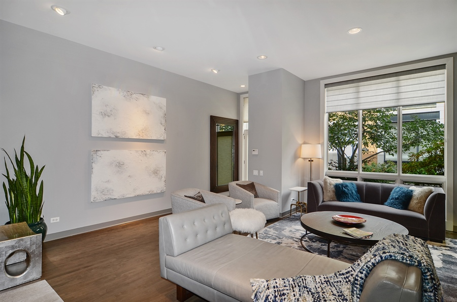 Real Estate Photography - 650 W Fulton, C, Chicago, IL, 60661 - Living Room