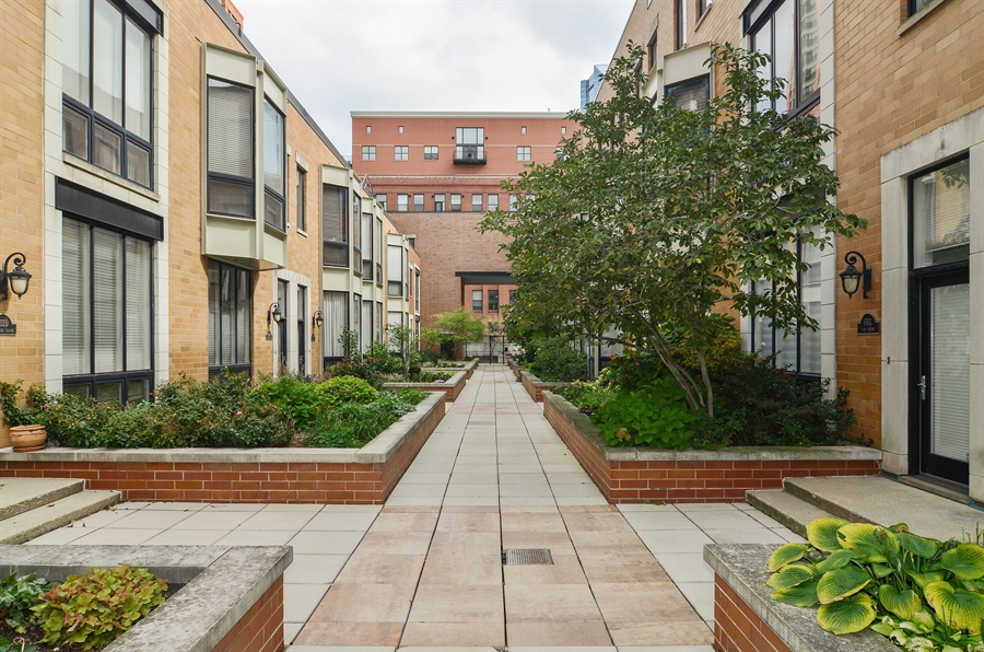 Real Estate Photography - 650 W Fulton, C, Chicago, IL, 60661 - Courtyard