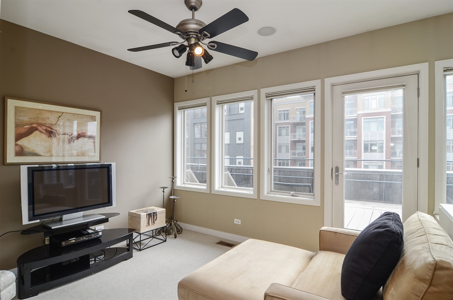 Real Estate Photography - 650 W Fulton, C, Chicago, IL, 60661 - Family Room
