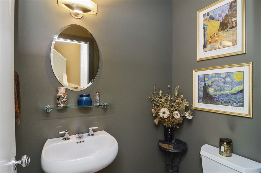 Real Estate Photography - 650 W Fulton, C, Chicago, IL, 60661 - Half Bath
