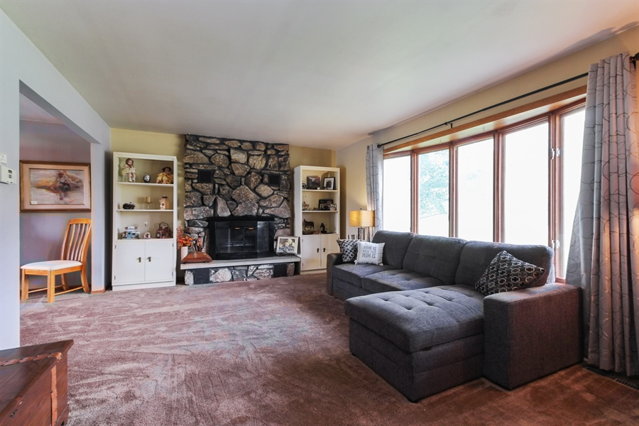 Real Estate Photography - 43411 N Lake Ave, Antioch, IL, 60002 - Living Room