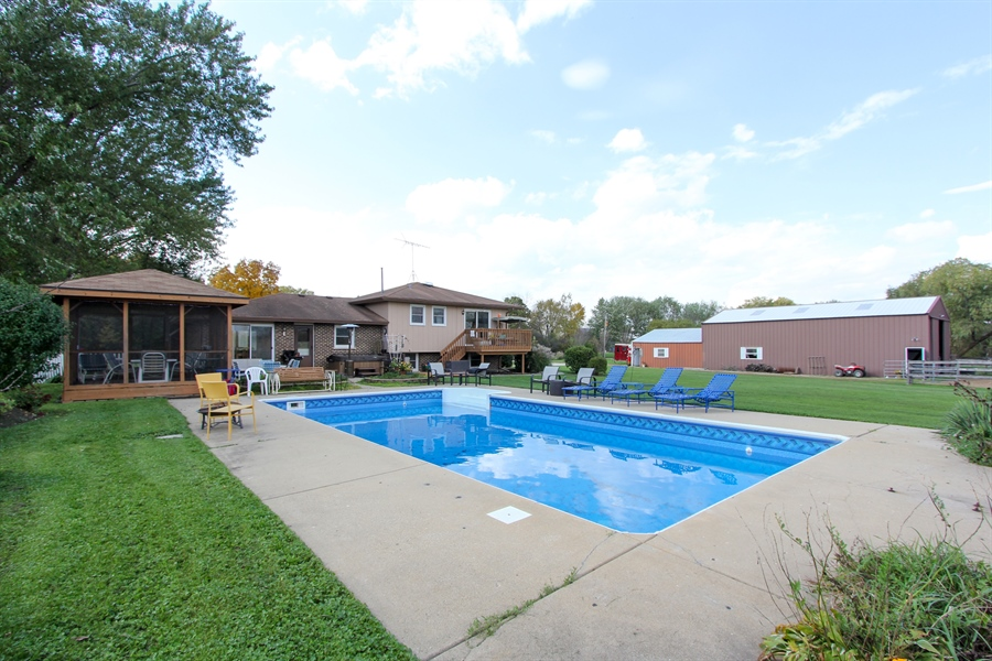 Real Estate Photography - 43411 N Lake Ave, Antioch, IL, 60002 - Pool
