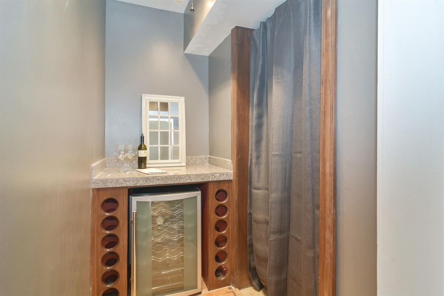 Real Estate Photography - 2744 N Bosworth, G, Chicago, IL, 60614 - Bar