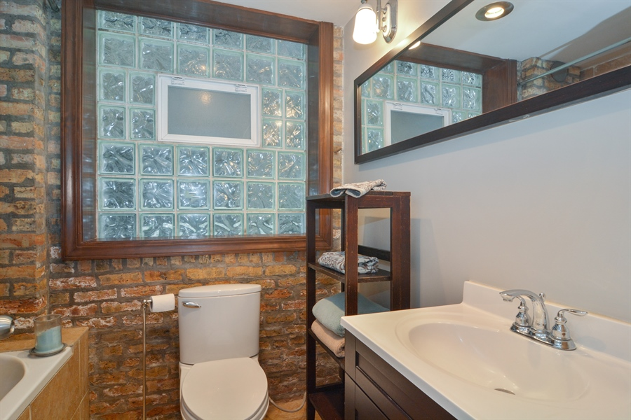 Real Estate Photography - 2744 N Bosworth, G, Chicago, IL, 60614 - Bathroom