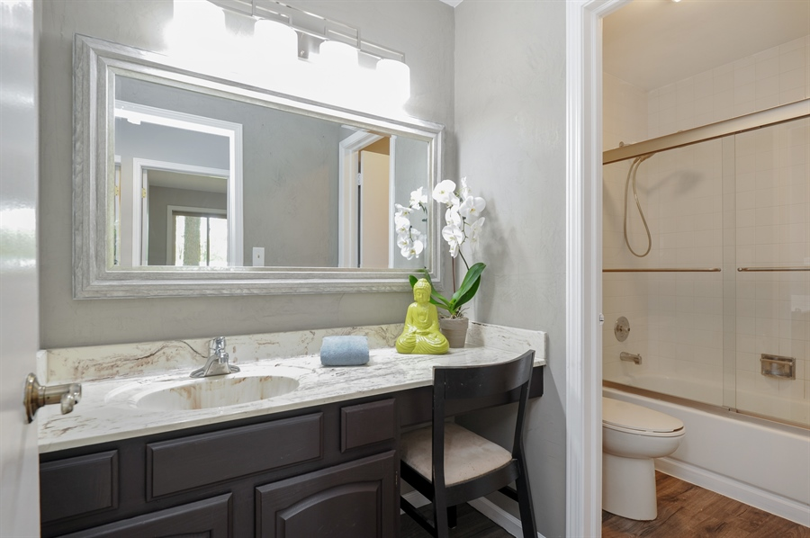 Real Estate Photography - 1828 White Fence, Green Oaks, IL, 60048 - 2nd Bathroom