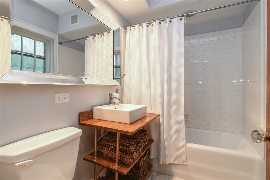 Real Estate Photography - 422 Berkshire St, Oak Park, IL, 60302 - Bathroom