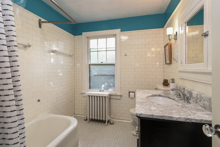 Real Estate Photography - 422 Berkshire St, Oak Park, IL, 60302 - 2nd Bathroom