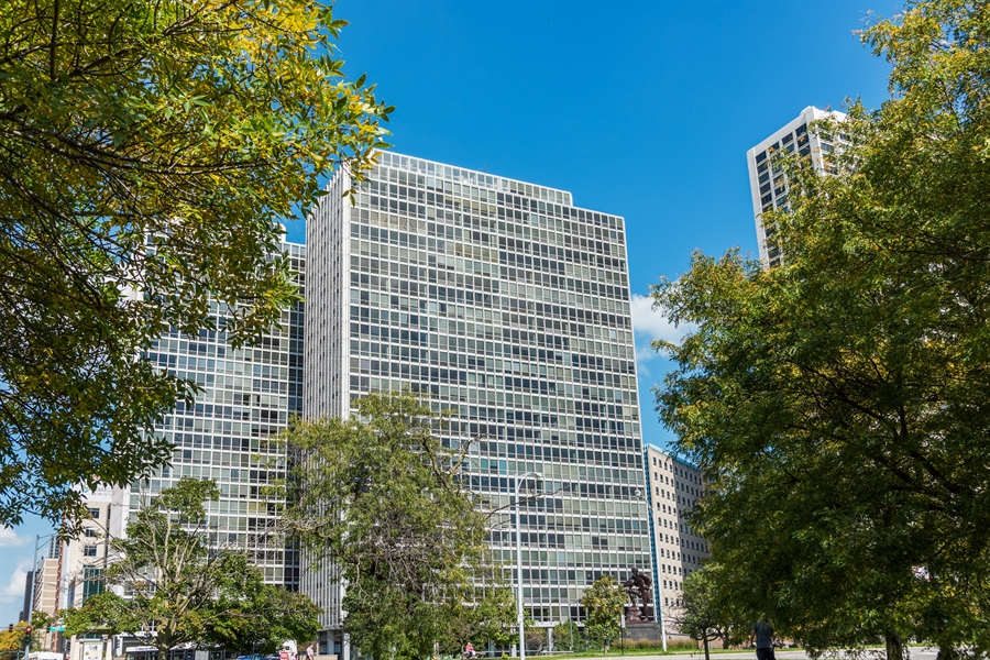 Real Estate Photography - 330 W. Diversey Ave., 1402, Chicago, IL, 60657 - Front View