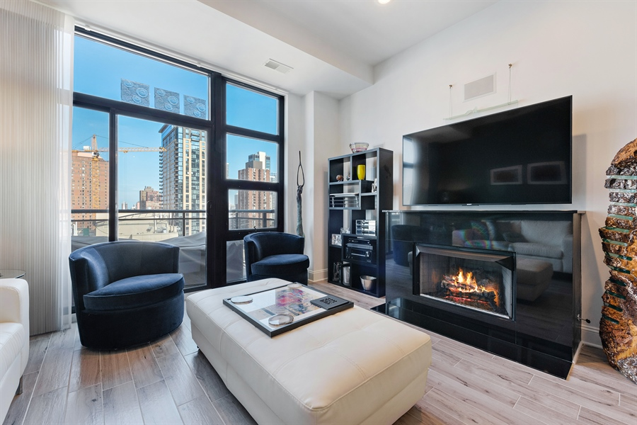 Real Estate Photography - 101 W Superior St, Unit 1203, Chicago, IL, 60654 - Living Room