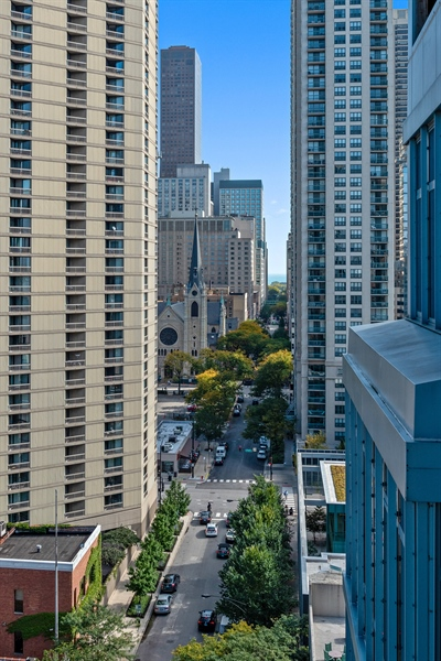 Real Estate Photography - 101 W Superior St, Unit 1203, Chicago, IL, 60654 - View