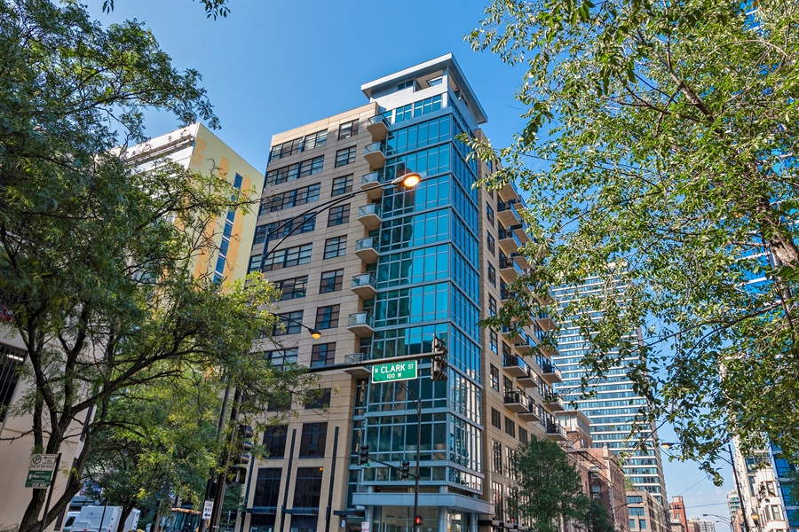 Real Estate Photography - 101 W Superior St, Unit 1203, Chicago, IL, 60654 - Front View