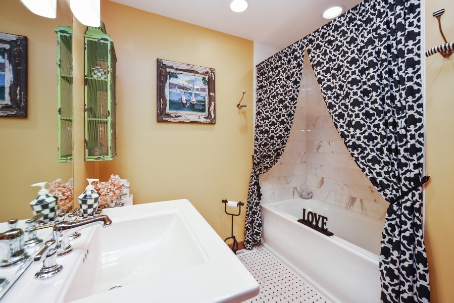 Real Estate Photography - 200 Dundee Rd, Barrington Hills, IL, 60010 - 2nd Bathroom