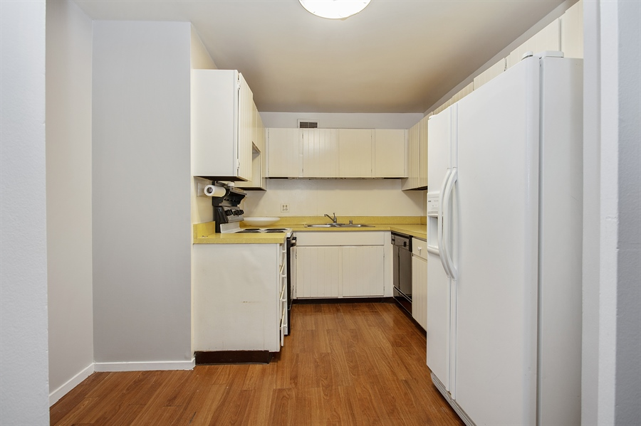 Real Estate Photography - 200 E Delaware, Unit 13E, Chicago, IL, 60611 - Kitchen