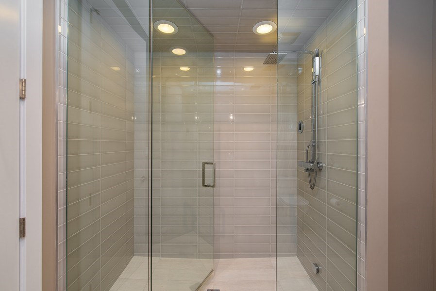 Real Estate Photography - 1046 N Damen, 2S, Chicago, IL, 60622 - Master Bathroom