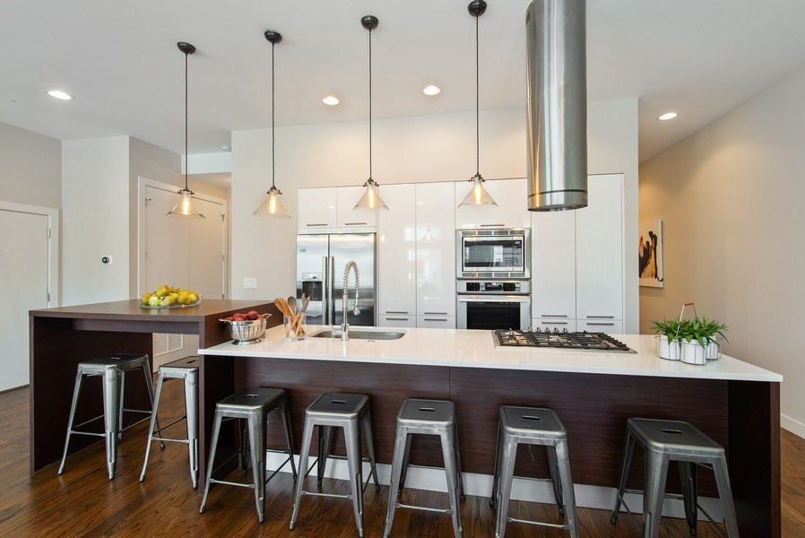 Real Estate Photography - 1046 N Damen, 2S, Chicago, IL, 60622 - Kitchen