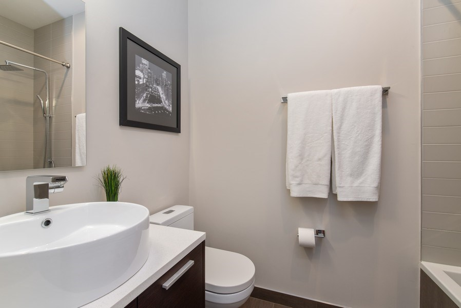 Real Estate Photography - 1046 N Damen, 2S, Chicago, IL, 60622 - 2nd Bathroom