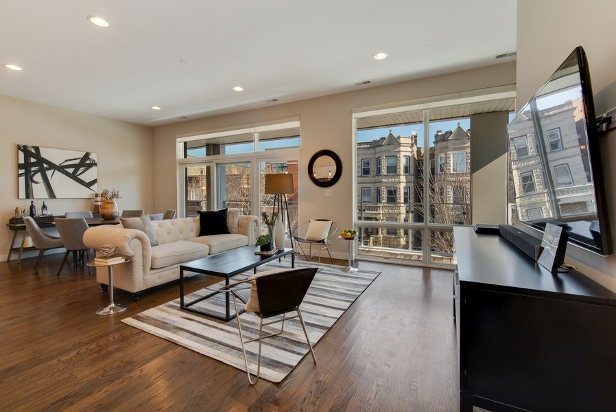 Real Estate Photography - 1046 N Damen, 2S, Chicago, IL, 60622 - Living Room / Dining Room