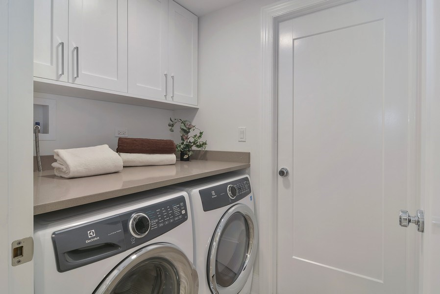 Real Estate Photography - 3913 N Janssen, Unit 1, Chicago, IL, 60613 - Laundry Room