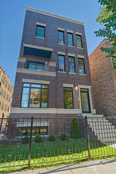 Real Estate Photography - 3913 N Janssen, Unit 1, Chicago, IL, 60613 - Front View