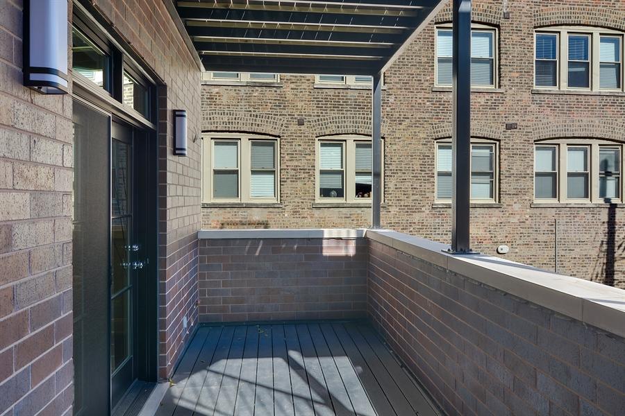 Real Estate Photography - 3913 N Janssen, Unit 1, Chicago, IL, 60613 - Deck