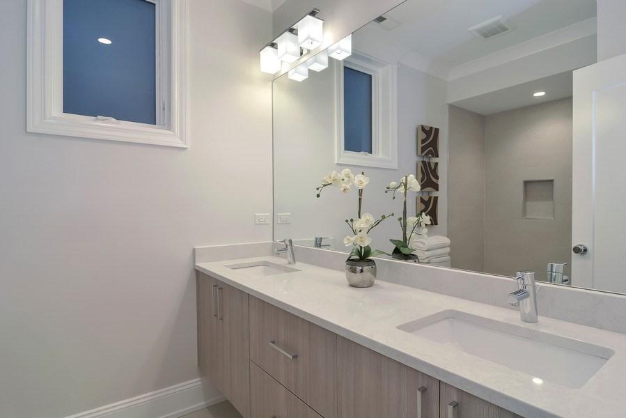 Real Estate Photography - 3913 N Janssen, Unit 1, Chicago, IL, 60613 - Bathroom