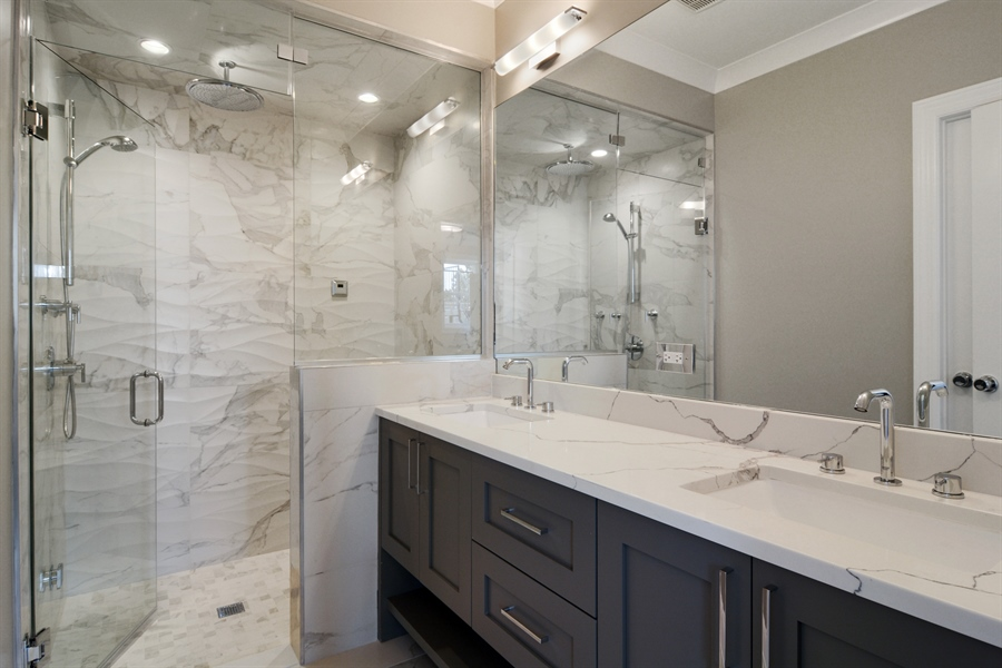 Real Estate Photography - 3913 N Janssen, Unit 2, Chicago, IL, 60613 - Master Bathroom