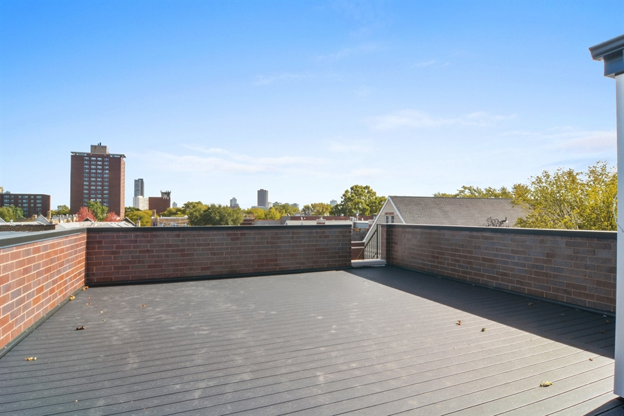 Real Estate Photography - 3913 N Janssen, Unit 2, Chicago, IL, 60613 - Roof Deck