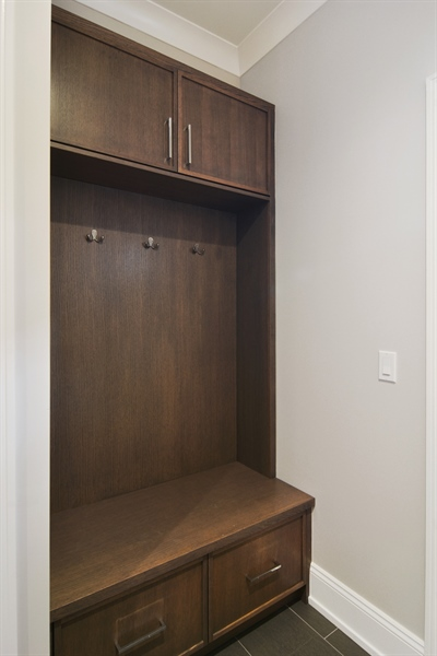 Real Estate Photography - 3913 N Janssen, Unit 2, Chicago, IL, 60613 - Mudroom