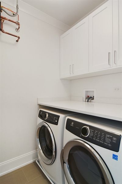 Real Estate Photography - 3913 N Janssen, Unit 2, Chicago, IL, 60613 - Laundry Room