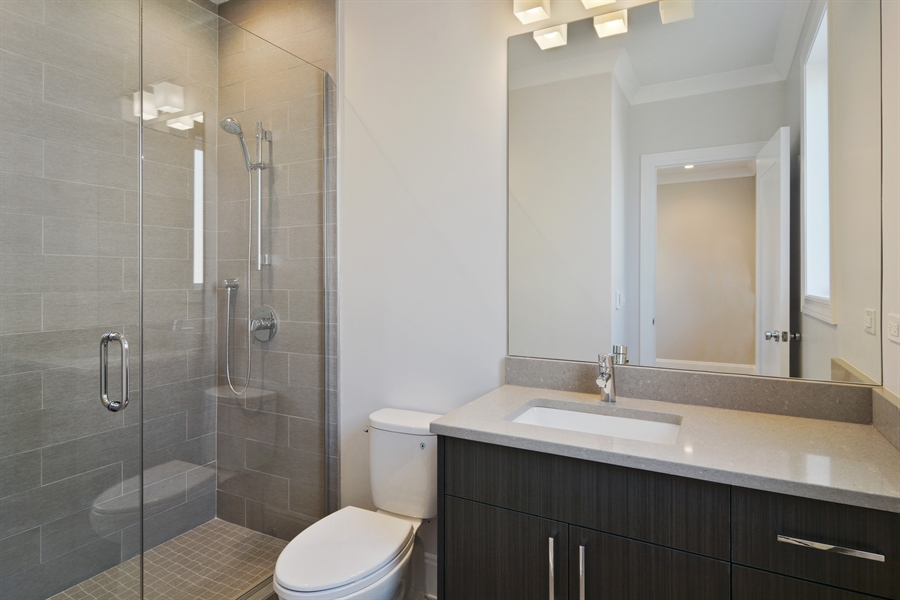 Real Estate Photography - 3913 N Janssen, Unit 2, Chicago, IL, 60613 - 2nd Bathroom