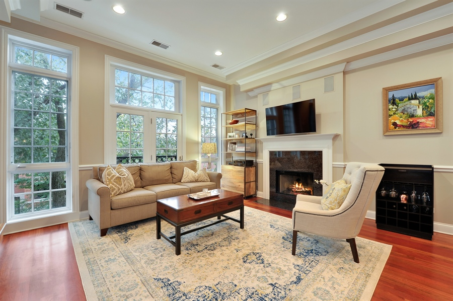 Real Estate Photography - 3247 N. Kenmore, 2, Chicago, IL, 60657 - Living Room