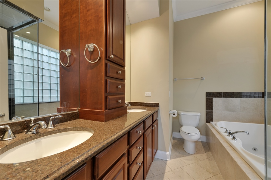 Real Estate Photography - 3247 N. Kenmore, 2, Chicago, IL, 60657 - Master Bathroom