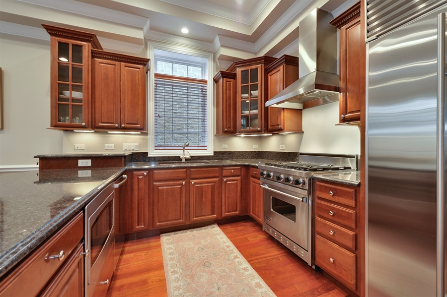 Real Estate Photography - 3247 N. Kenmore, 2, Chicago, IL, 60657 - Kitchen