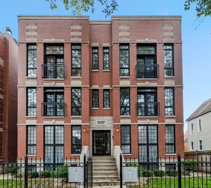 Real Estate Photography - 3247 N. Kenmore, 2, Chicago, IL, 60657 - Front View