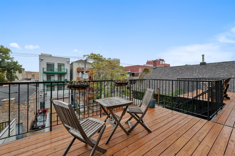 Real Estate Photography - 3247 N. Kenmore, 2, Chicago, IL, 60657 - Deck