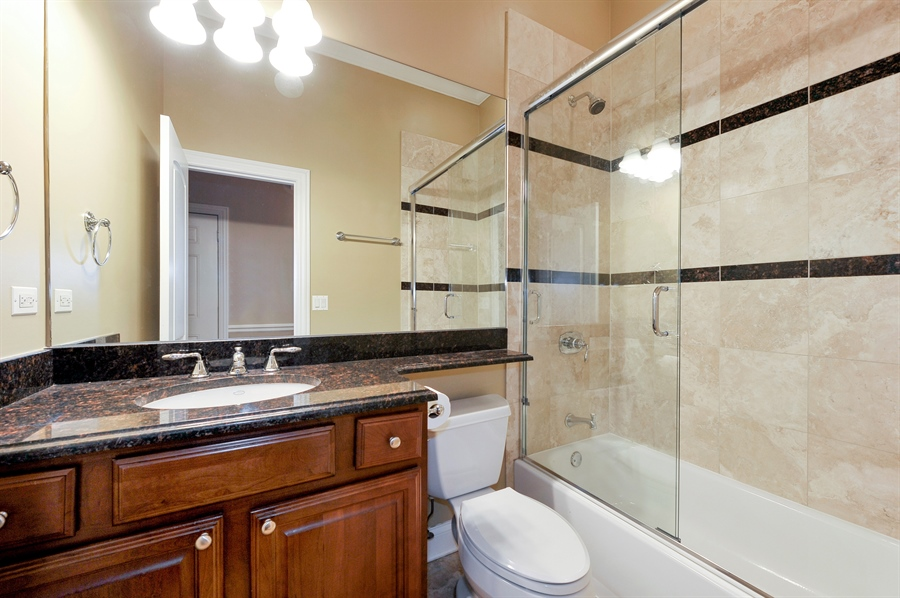 Real Estate Photography - 3247 N. Kenmore, 2, Chicago, IL, 60657 - Second Bath