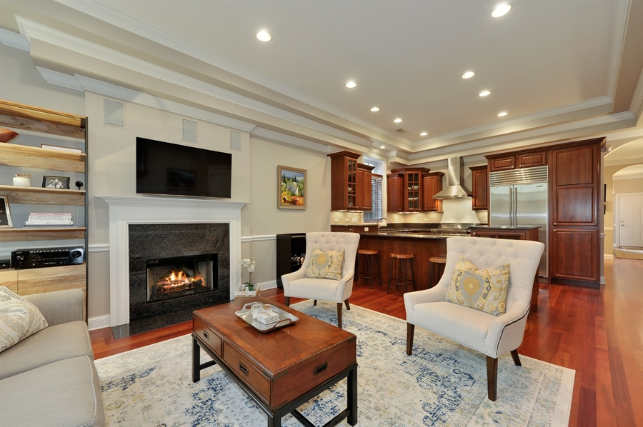 Real Estate Photography - 3247 N. Kenmore, 2, Chicago, IL, 60657 - Living Areas