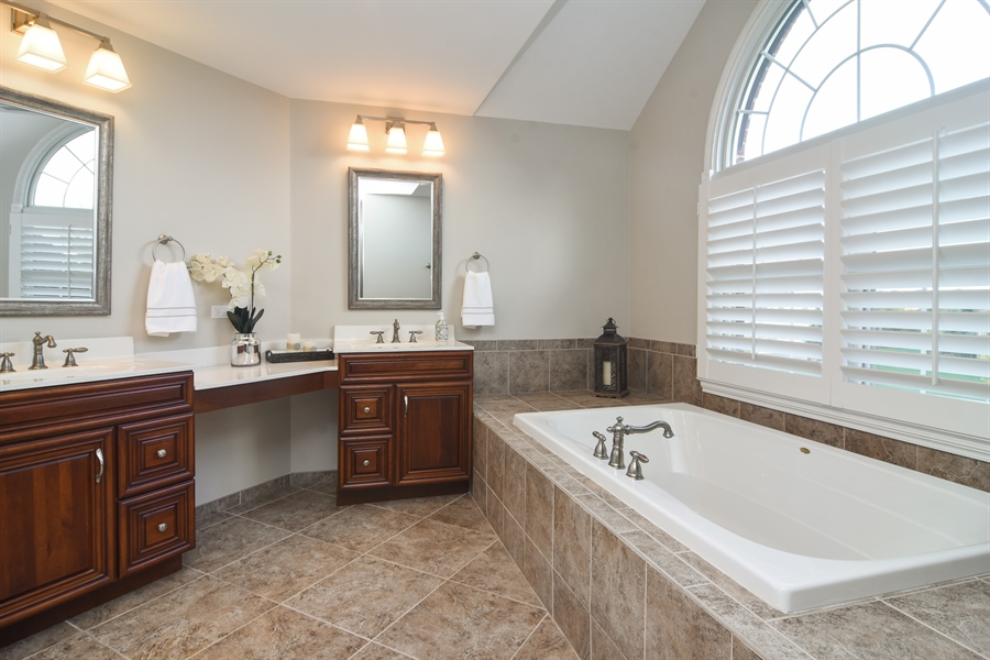 Real Estate Photography - 82 Tournament, Hawthorn woods, IL, 60047 - Master Bathroom