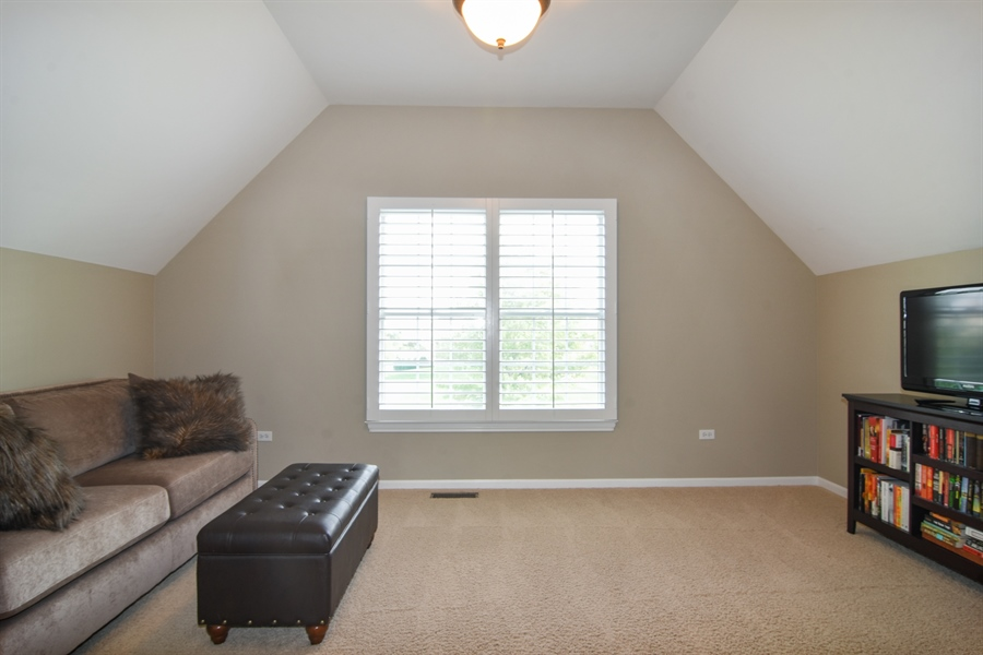 Real Estate Photography - 82 Tournament, Hawthorn woods, IL, 60047 - Master Bedroom