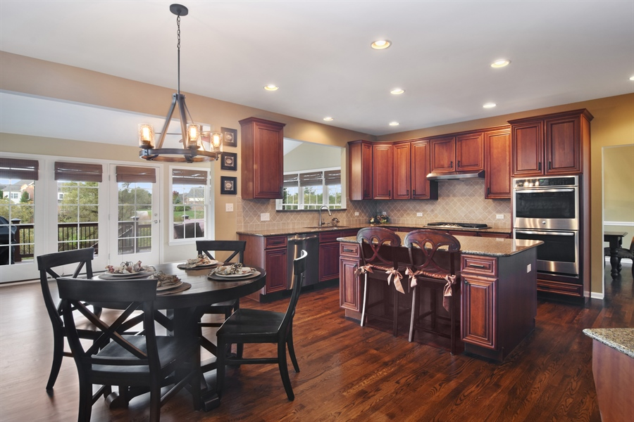 Real Estate Photography - 82 Tournament, Hawthorn woods, IL, 60047 - Kitchen / Breakfast Room